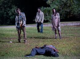 File:Zombies en la ruta.jpg