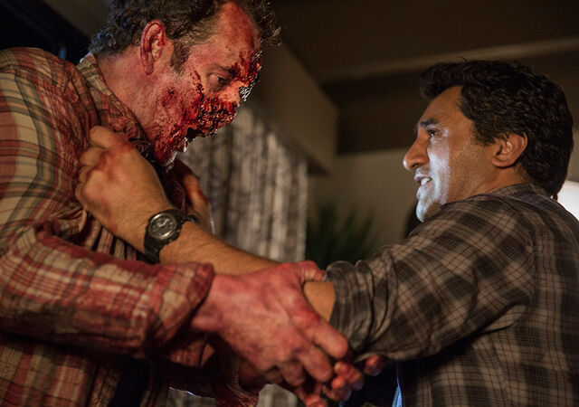 File:Fear-the-walking-dead-episode-103-travis-curtis-2-935.jpg