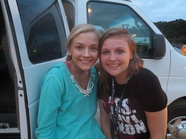 File:Emily Kinney season 4 pic with a girl.JPG