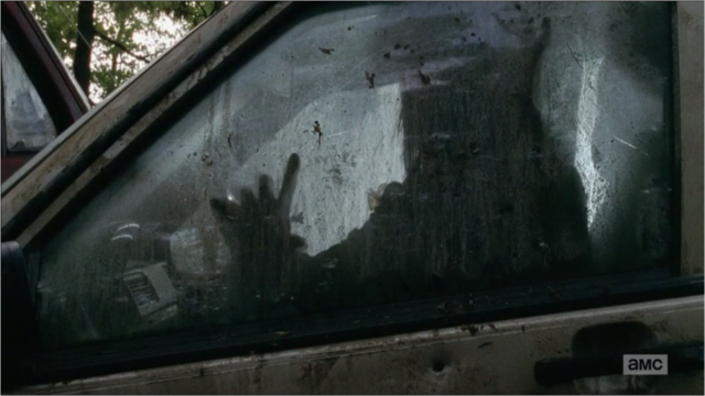File:5x09 She Is Trapped In Her Car.png