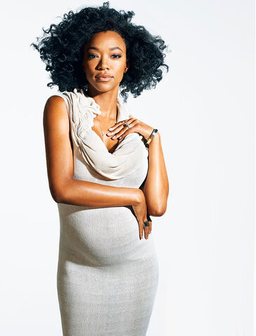 File:Sonequamartingreenphotoshoot.jpg