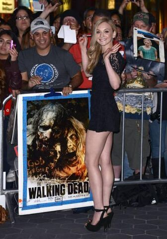 File:Emily on the season 4 premiere waving to fans.JPG