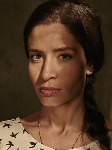 File:Fear-the-walking-dead-season-1-ofelia-mason-cast-portrait-658.jpg