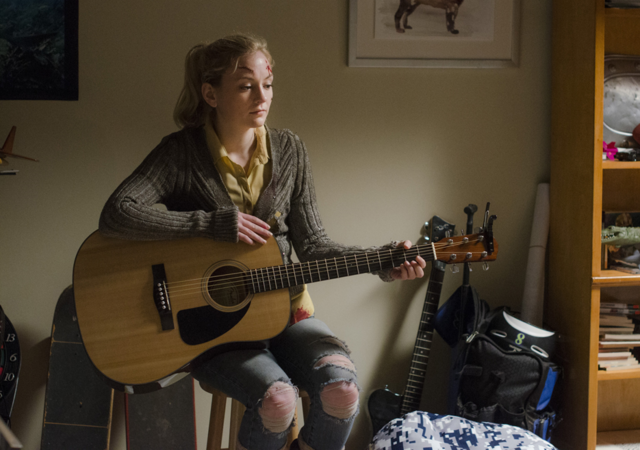 File:AMC 509 Beth Playing Guitar.png