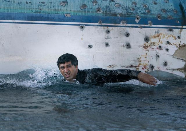 File:FTWD 201 Travis Swimming.png