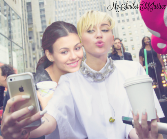 File:Victoria Justice and Miley Cyrus6.png
