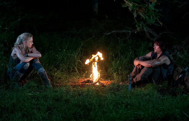 File:Inmates Daryl and Beth Fire.png