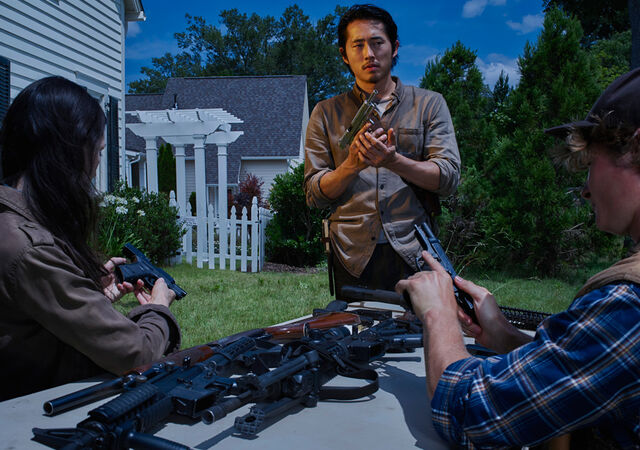File:The-walking-dead-season-6-cast-glenn-yeun-9351.jpg