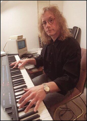 File:Zevon-Piano.jpg