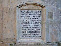 Tablica z historią Katedry na absydzie od strony ulicy Kanonia.JPG