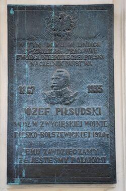 Tablica Jóżefa Piłsudskiego Mokotowska 50.JPG