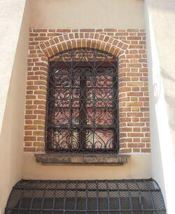Świętojańska (nr 2, gotyckie okno).JPG