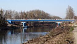 Kobiałka (Kanał Żerański, mostek).JPG