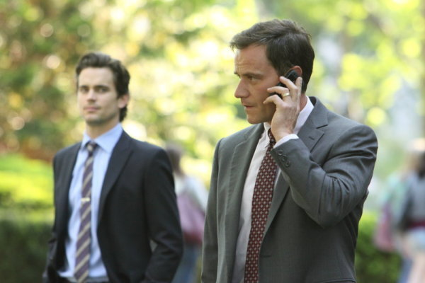 File:2x03-NealPeteronphone.jpg
