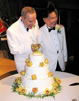 File:GeorgeTakei'sWedding09-15-2008.jpg