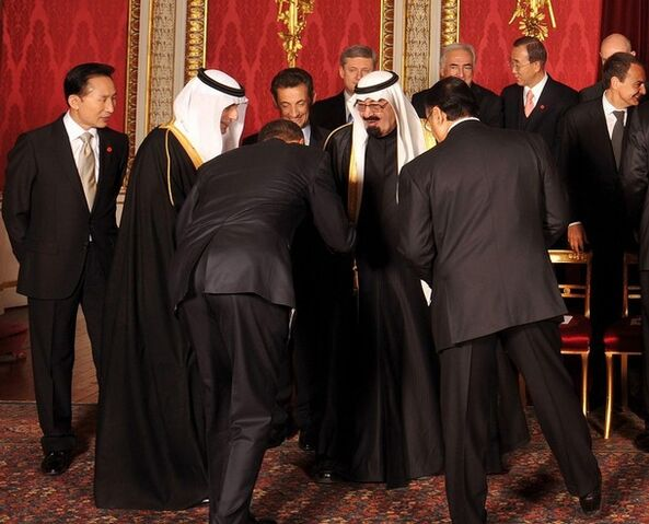 File:ObamaBows2SaudiKing4-1-2009.jpg