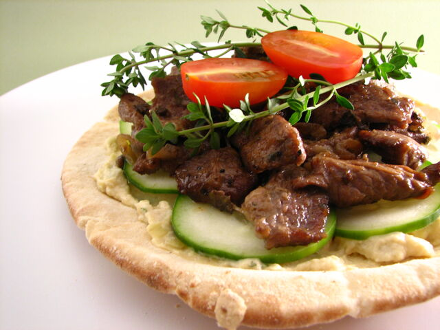File:Pita topped with artichoke hummus and lamb.jpg