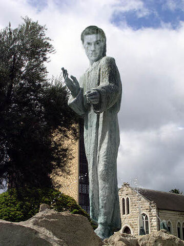 File:Stephen statue honolulu.jpg