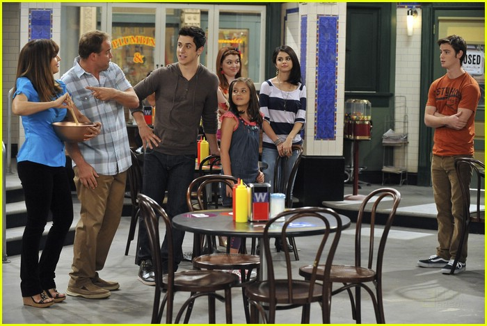 751127933027876864 additionally Gorog together with File Selena Gomez in addition Miranda H son as well Mona Lisa. on felix wizards of waverly place