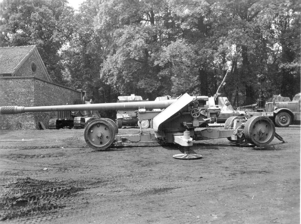 German 50 Mm Anti Tank Gun: Jagtiger And Maus. Wrong Gun Name