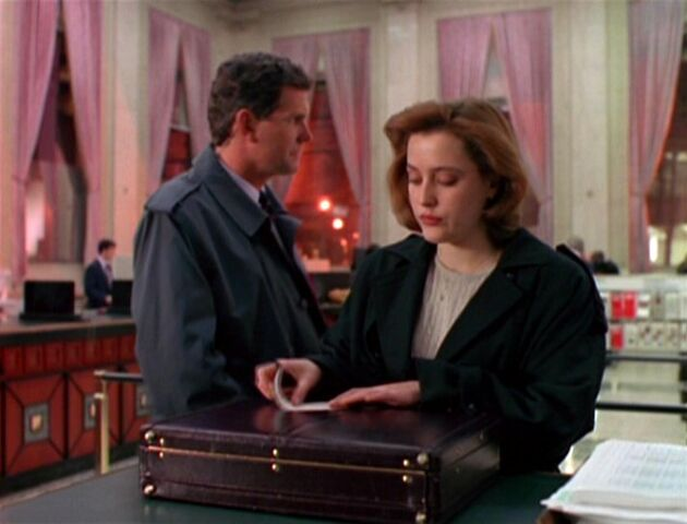 File:Jack Willis with Dana Scully.jpg