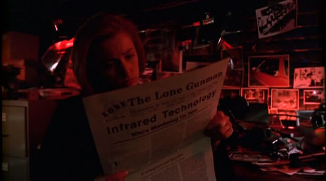 File:The Lone Gunman is read by Dana Scully.jpg