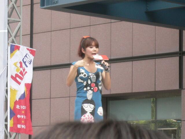 檔案:Cherry主持Myself2010概念專輯2.JPG