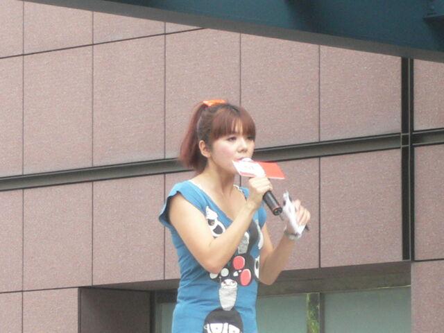 檔案:Cherry主持Myself2010概念專輯3.JPG