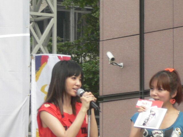 檔案:Jolin&Cherry4.JPG