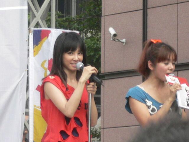 檔案:Jolin&Cherry5.JPG
