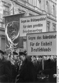 Bundesarchiv Bild 183-2005-0923-525, Berlin, Protestkundgebung