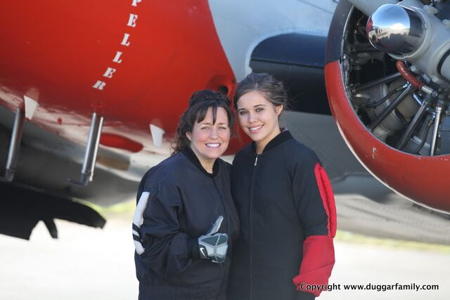 File:Mom & Jessa Skydiving for Jessa's 18th Birthday.JPG