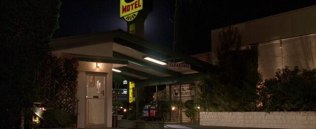 File:5x17 Super 8 Motel.jpg