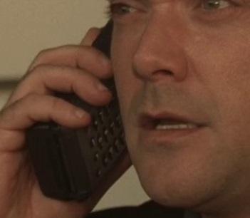 File:5x07 Erwich sat phone.jpg