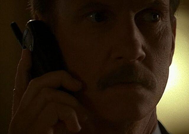 File:1x01 Walsh phone.jpg