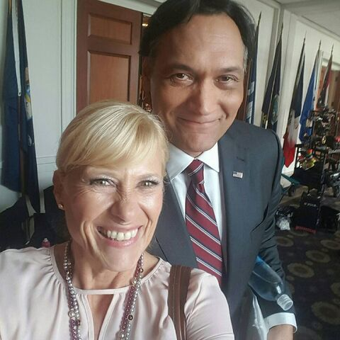 File:Jimmy Smits BTS 3-21.jpg