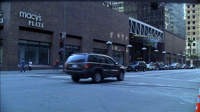 File:7x10 Macy's Plaza.jpg