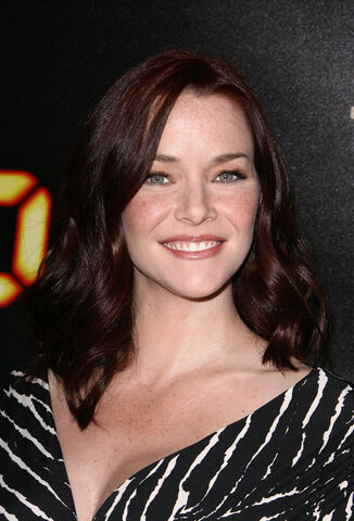 File:24- Annie Wersching at 2010 finale party.jpg
