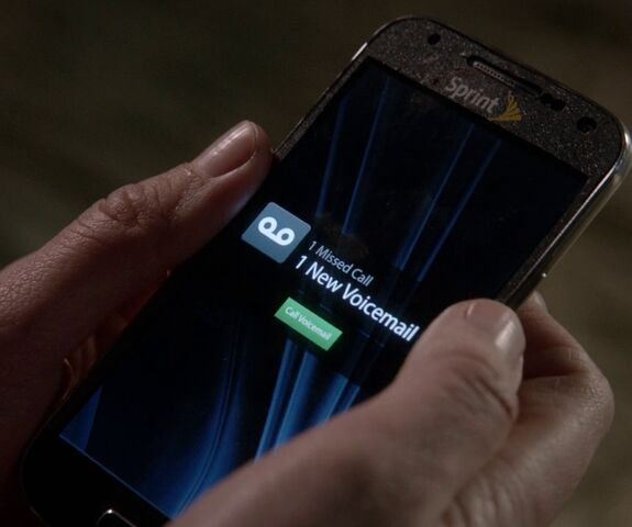 File:9x06 Naveed phone.jpg