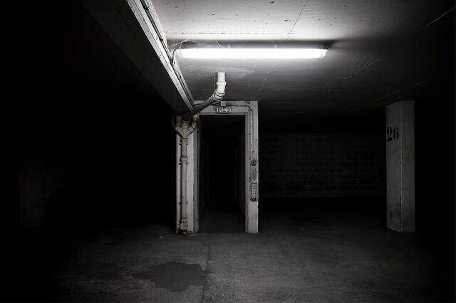 File:Dark-entrance-photographie-urbaine.jpg