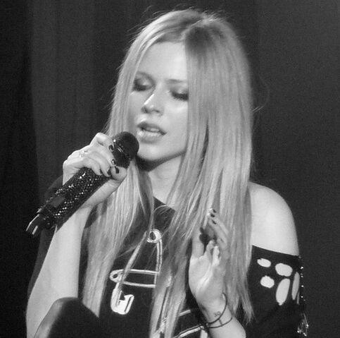 File:Avril Lavigne @ Hammersmith Apollo.jpg