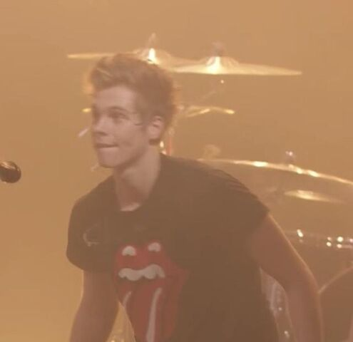 File:Itunes music festival 2014 5 seconds of summer (70).jpg