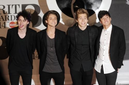 File:5sos at the 2014 brit awards.jpg