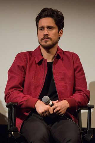 File:Peter Gadiot at Queen of the South at ATX.jpg
