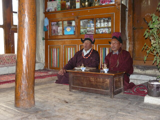 File:Basgo-singers in traditional kitchen.jpg