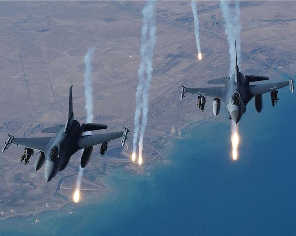 File:F 16 Falcon 2-1-.jpg