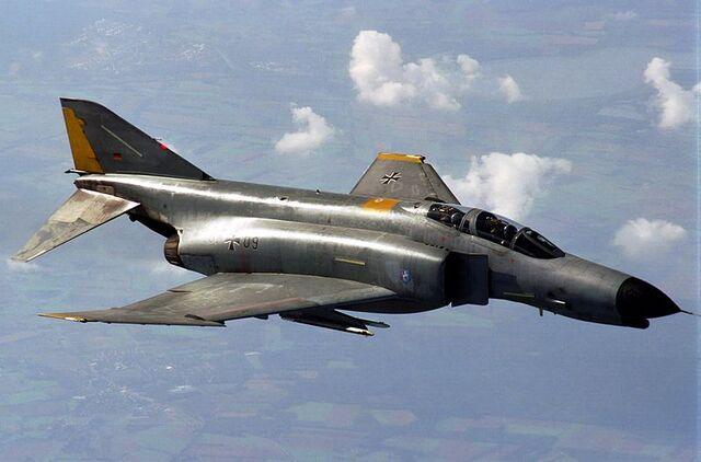 File:800px-F-4F Phantom flies a refueling mission.jpg