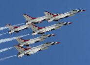 800px-US Air Force Thunderbirds