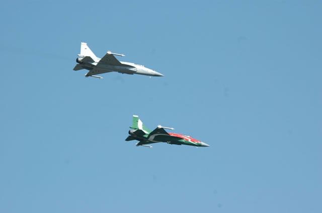 File:Two JF-17 Thunders-1-.jpg
