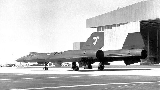 File:800px-Lockheed YF-12A 60-6934 in Air Defense Command markings 1963.jpg